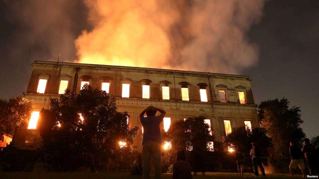 Un incendio destruyó el Museo Nacional de Río de Janeiro