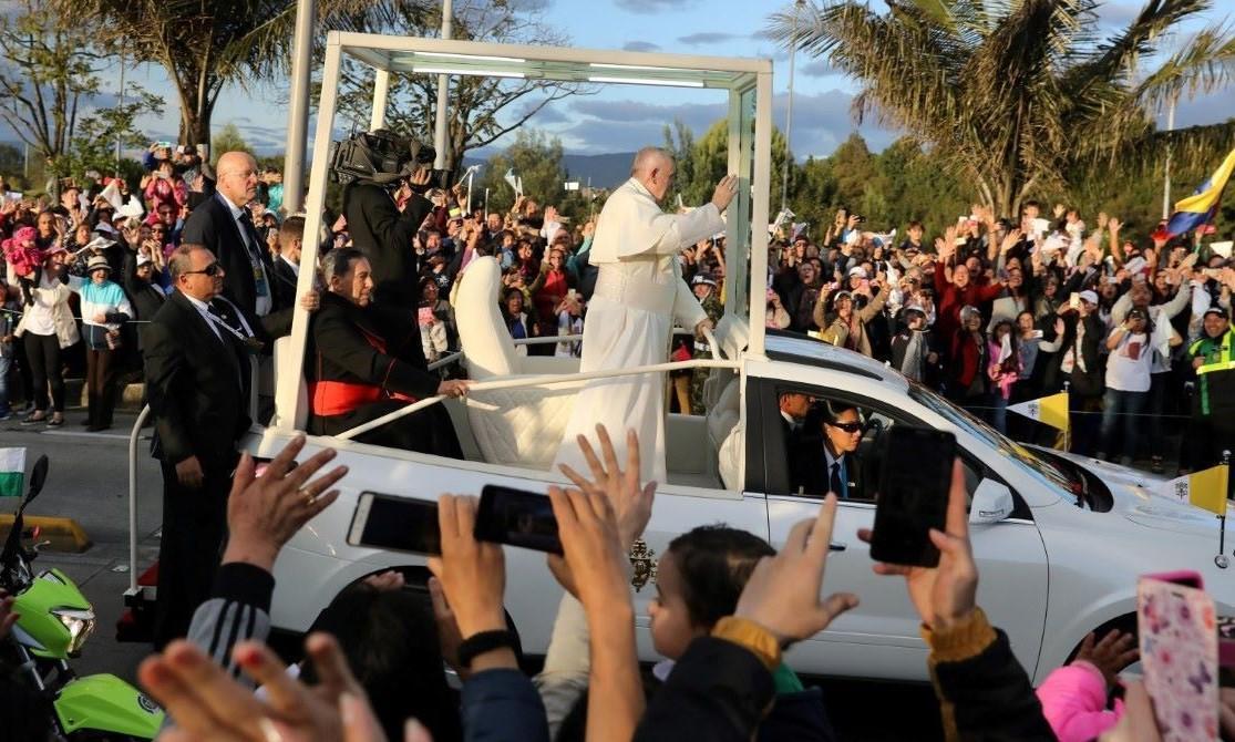 Francisco recorrerá Colombia en un Papamóvil de San Lorenzo