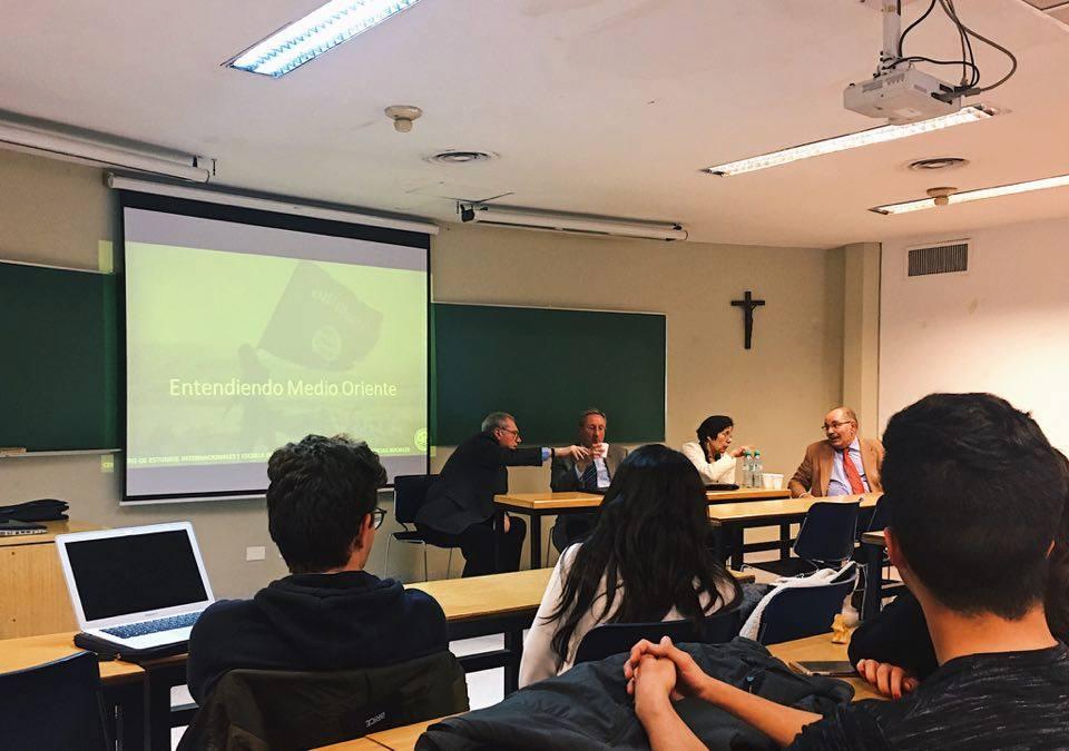 """Embajadores argentinos dieron una clase abierta en la UCA sobre """"Medio Oriente en la actualidad"""""""