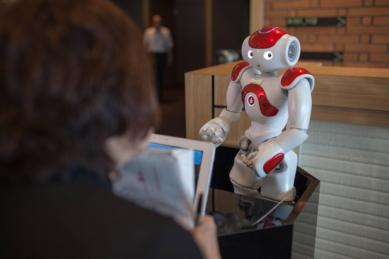 Japón: usará robots para cubrir escasez de empleados