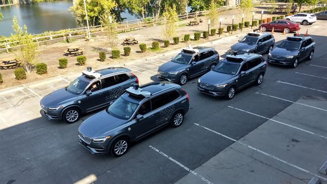 Sin manos al volante: como es viajar en uber sin el conductor