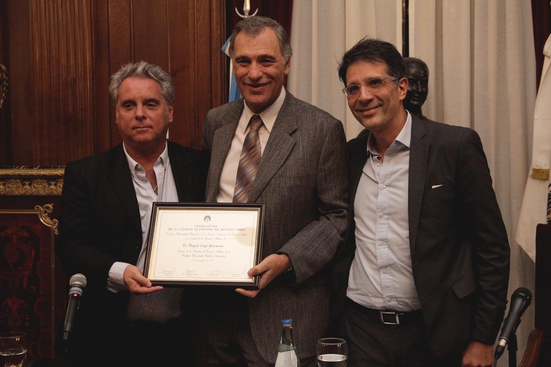 Distinguieron al Dr. Miguel Ángel Schiavone